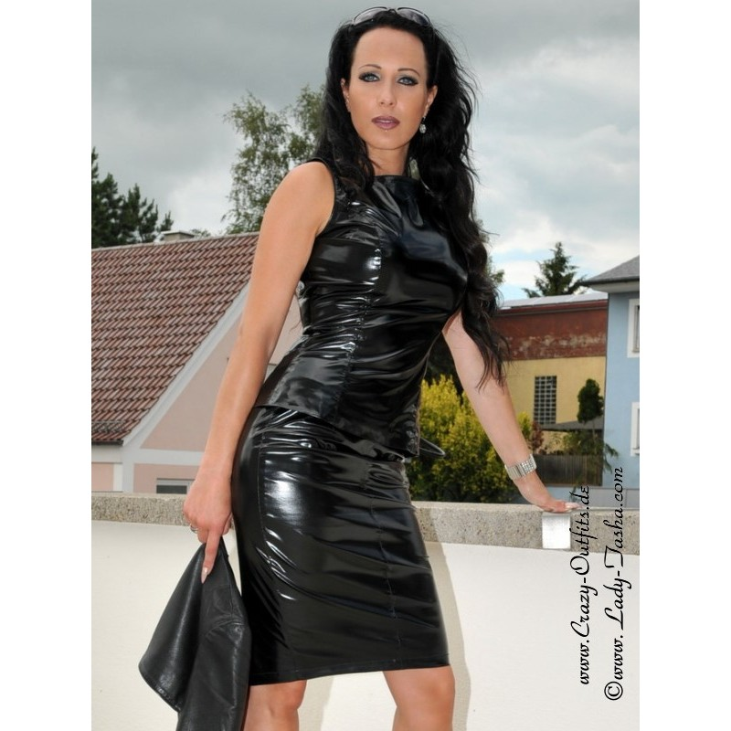 Shiny black latex outfit and fetishwear of sexy cougar olivi - 5 1